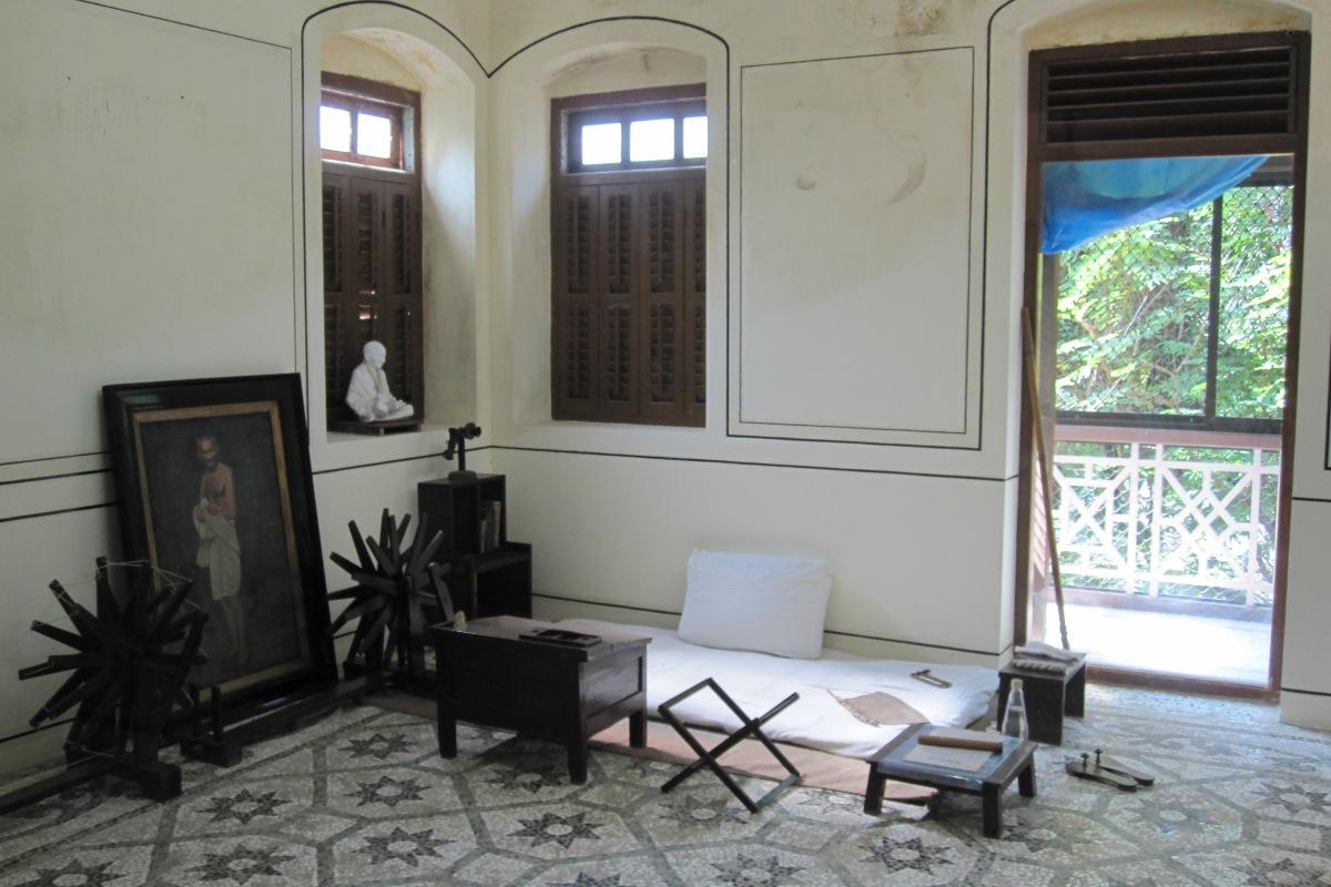 Gandhis Schlafzimmer im Mani Bhavan