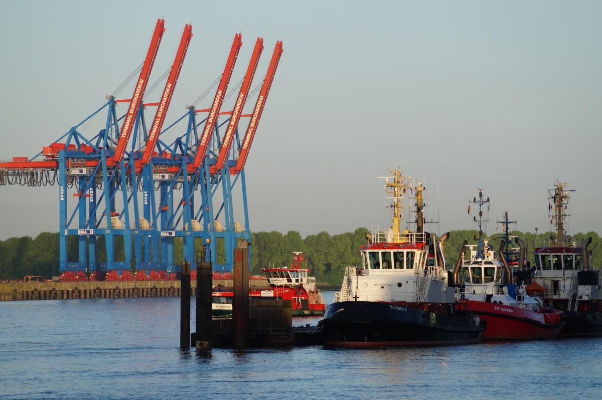 Schlepper, Hafenkräne