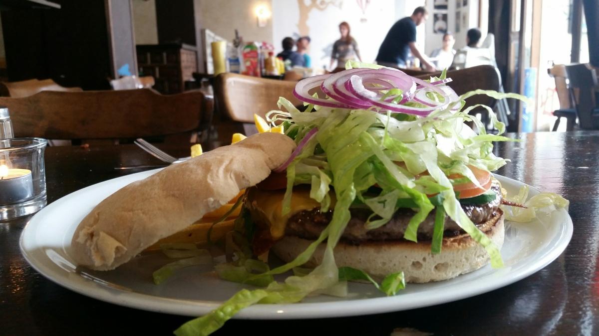 Hatari Burger