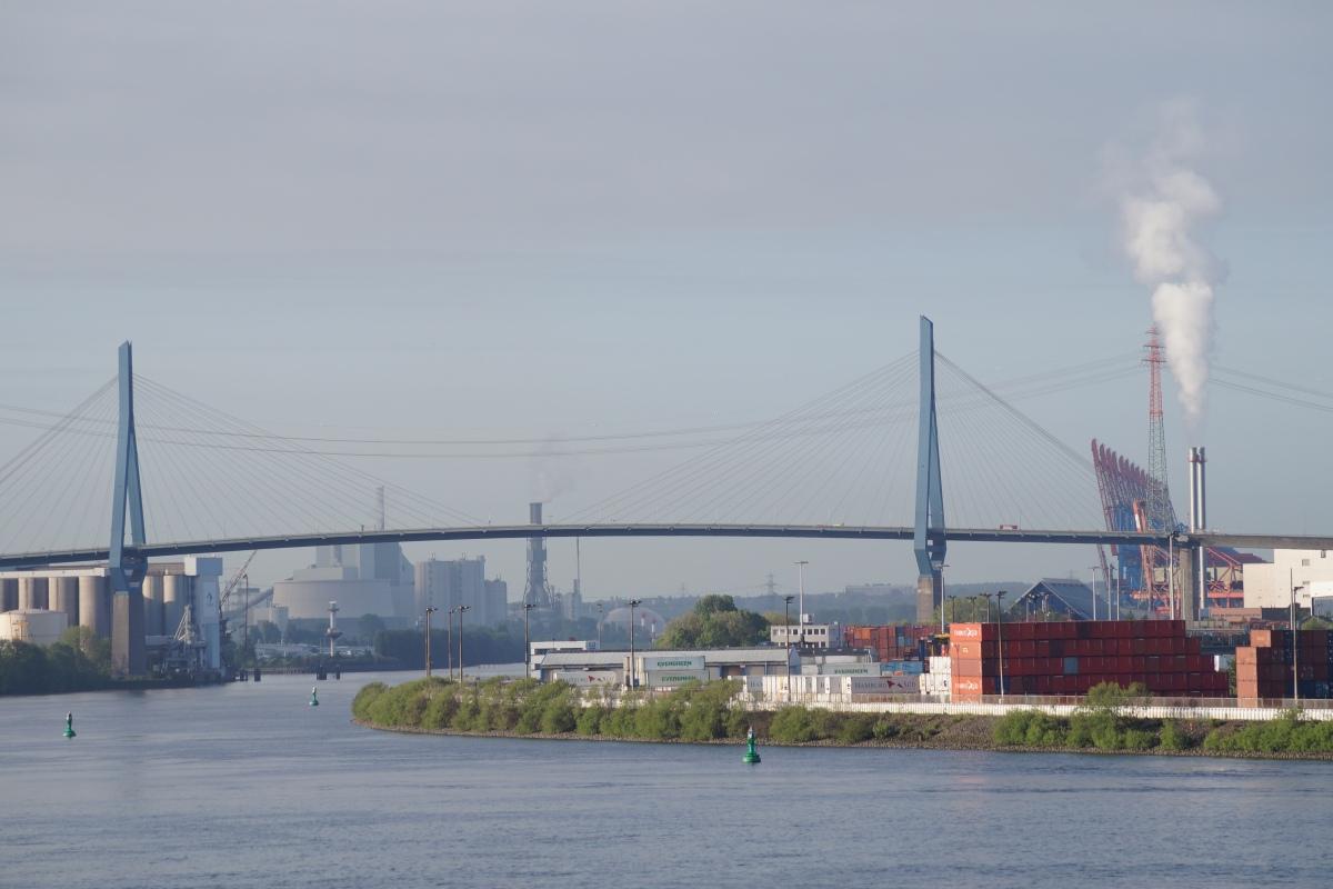 Blick auf die Köhlbrandbrücke