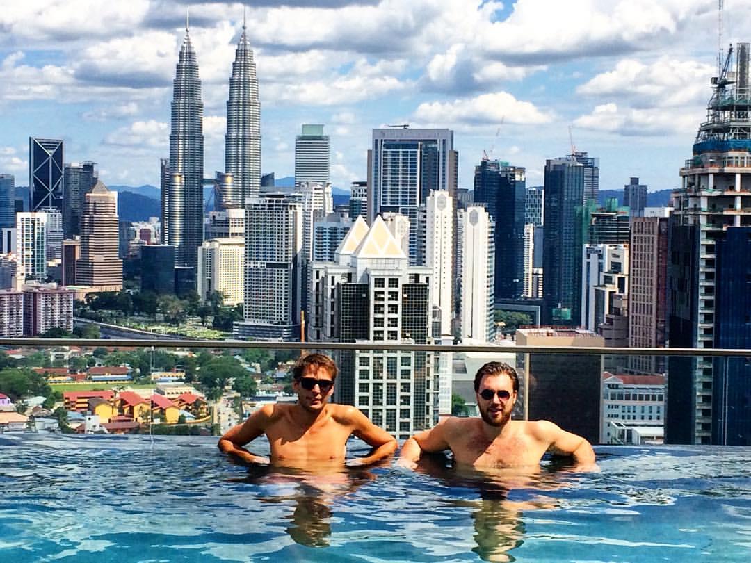 Es gibt eine Menge Hotels und Airbnb Unterkünfte mit Blick auf die Towers. Photo Credit: Nic Läse